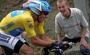 """L'avocat français Thibault de Montbrial affirme que Lance Armstrong aurait dû être visé par une perquisition à son hôtel lors du Tour de France 2005 mais que celle-ci a été annulée, les enquêteurs ayant reçu un """"feu rouge"""" de dernière minute, dans un entretien au Journal du dimanche."""