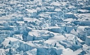 Des crevasses dans le glacier de l'île du Pin, dans l'Antarctique.