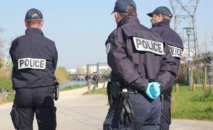 La police de Rennes a patrouillé sur les bords de Vilaine pour contrôler le confinement des habitants dans le cadre de l'épidémie de coronavirus.