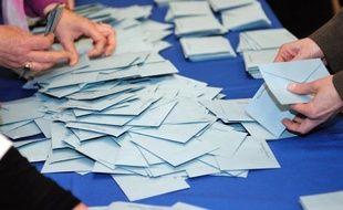 En se déplaçant massivement pour voter au second tour de la présidentielle, les électeurs ont confirmé dimanche l'importance à leurs yeux de ce scrutin décisif qui détermine l'avenir du pays pour cinq ans.