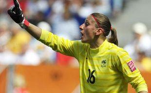 La gardienne de but de l'équipe de France, Bérangère Sapowicz, lors d'un match de la Coupe du monde féminine contre le Nigéria, le 26 juin 2011 à Sinsheim, en Allemagne.