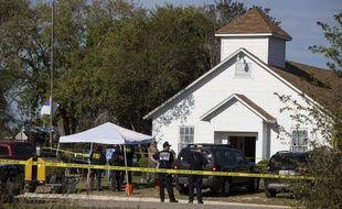 Les enquêteurs sur la scène de crime après la fusillade du Texas
