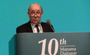 """Le ministre français de la Défense, Jean-Yves Le Drian, lors du """"Dialogue de Manama"""", le 6 décembre 2014 à Bahreïn"""
