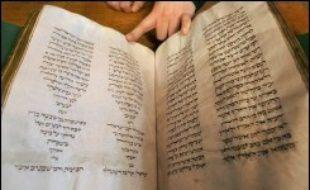 """La 10e chambre de la cour d'appel de Paris a condamné M. Garel, 58 ans, à trois ans d'emprisonnement, dont quinze mois ferme, et 75.000 euros d'amende pour """"vol aggravé"""" du manuscrit """"Hébreu 52"""", une Bible contenant le Pentateuque (les cinq livres de la Torah) datant du XIIIe siècle."""