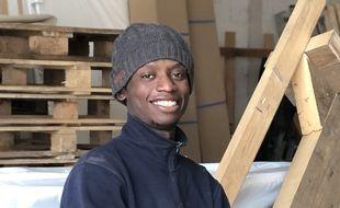 Bangaky Soumah, apprenti charpentier, est menacé d'expulsion.