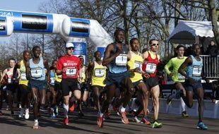 Les concurrents du marathon de Paris au départ, le 2 mars 2014.