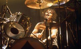 Le batteur Phil Taylor sur scène avec Motörhead en 1981.
