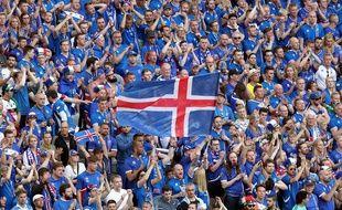 Les supporteurs Islandais pendant le match contre la Hongrie