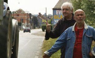 Jean-Marc Rouillan devant Noël Godin, dans le film « Faut savoir se contenter de beaucoup ».