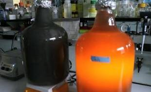 Capture d'écran d'un reportage de Reuters sur un bioréacteur pour générateur électrique utilisant des déchets toxiques comme carburant, à l'Argonne national laboratory (Etats-Unis).