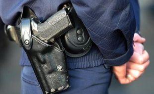 """Un homme pouvant être armé s'est retranché dans un hôtel mercredi matin, à Paris dans le XVIIème arrondissement, et la brigade de recherche et d'intervention (BRI - """"anti-gang"""") était sur place peu avant 11h00, a-t-on appris de source policière."""