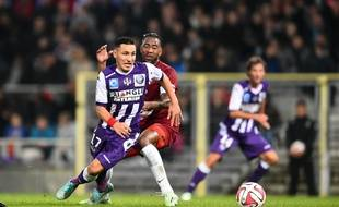 Le milieu offensif du TFC Adrien Regattin contre Metz lors d'un match de Ligue 1 au Stadium de Toulouse, le 8 novembre 2014.