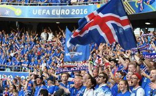 Les supporters islandais lors du match entre l'Angleterre et l'Islande le 27 juin 2016.