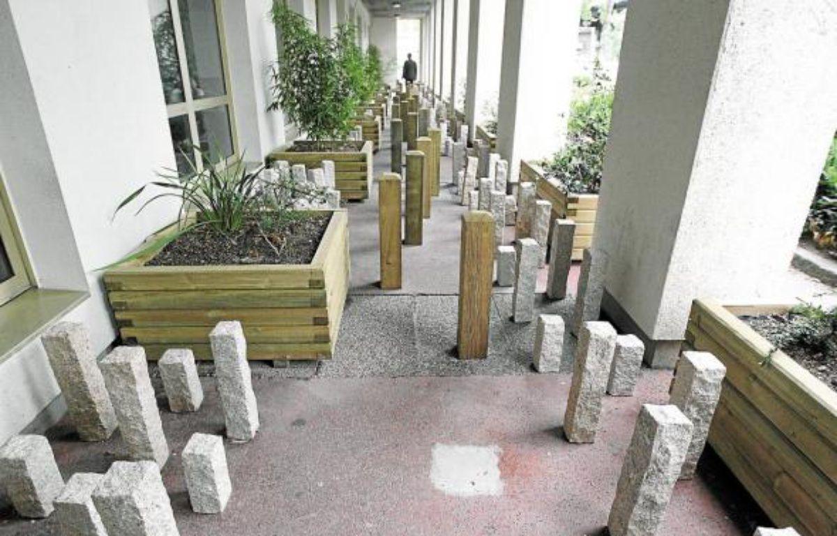L'installation empêche les sans-abri de s'installer dans l'allée du bâtiment. –  F. Elsner / 20 Minutes