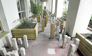 L'installation empêche les sans-abri de s'installer dans l'allée du bâtiment.