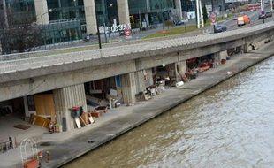 Des sans-domicile sur les bords de la Seine à Paris, le 26 décembre 2012