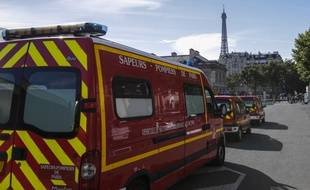 Dix anciens membres des sapeurs pompiers de Paris comparaissent pour des violences volontaires et agressions sexuelles.