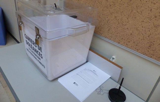 Le maire de Mantes a mis à disposition trois urnes dans les mairies de la ville et a reçu pour le moment environ 150 lettres de doléances.