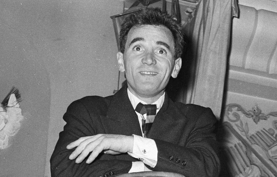 Charles Aznavour: A ses débuts, ses chansons étaient jugées obscènes et censurées 960x614_charles-aznavour-1956