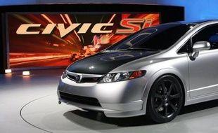 Le constructeur d'automobiles japonais Honda a annoncé vendredi qu'il rappelait plus de 900.000 véhicules dans le monde, essentiellement aux Etats-Unis, pour des problèmes d'airbags et que ce chiffre devrait augmenter à cause de rappels ailleurs dans le monde.