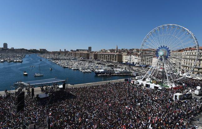 Vue aérienne du meeting de Jean-Luc Mélenchon à Marseille le 9 avril 2017