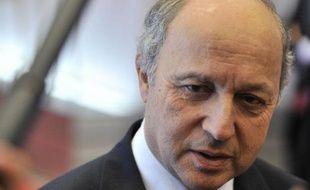 Le ministre des Affaires étrangères, Laurent Fabius, a espéré mardi qu'il ne sera pas nécessaire d'établir un nouveau plan de sauvetage financier de l'Espagne, alors que les Bourses européennes ont à nouveau décroché lundi sur fond d'envolée des taux d'emprunt espagnols.