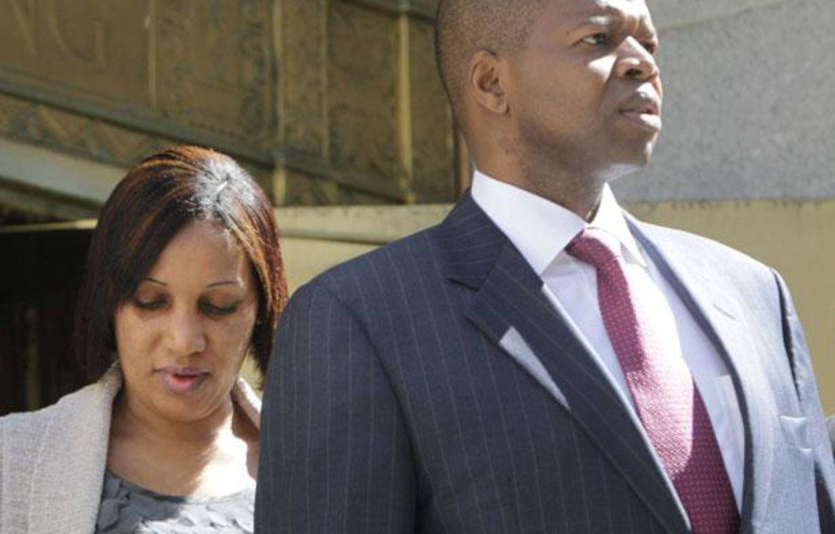 Nafissatou Diallo et son avocat Kenneth Thompson à New York, le 22 août 2011. – Seth Wenig/AP/SIPA