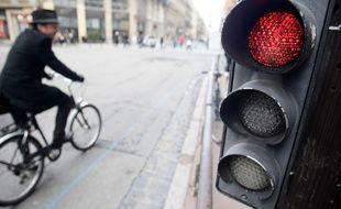 Désormais les vélos peuvent tourner à droite même si le feu est au rouge. 16/02/2012