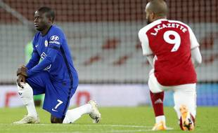 Ngolo Kanté, le joueur de l'équipe de France, devrait comme ses coéquipiers mettre un genou à terre avant le match face à l'Allemagne ce mardi soir.