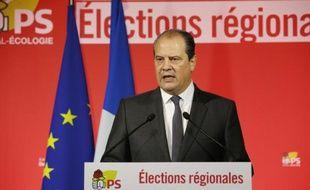 Jean-Christophe Cambadélis fait un discours à Paris après l'annonce des résultats du premier tour le 6 décembre 2015