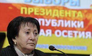 """L'opposante Alla Djioeva, dont l'élection à la présidence de la région séparatiste géorgienne d'Ossétie du Sud avait été invalidée, a été hospitalisée vendredi dans un état """"grave mais stable"""" après un assaut de la police contre ses bureaux, selon l'agence sud-ossète RES."""