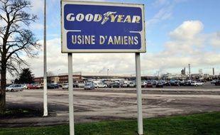 Les accès de l'usine Goodyear à Amiens-Nord, menacée de fermeture, ont été bloqués lundi par des salariés alors que la justice devait examiner dans la matinée la validité du plan de sauvegarde de l'emploi (PSE) concernant le site qui emploie 1.173 salariés, a constaté une journaliste de l'AFP.