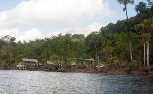 Un membre de la bande impliquée dans le meurtre de deux militaires français fin juin en Guyane (département français en Amérique du Sud), a été arrêté lundi soir par la gendarmerie, après deux mois de traque, a-t-on appris mardi de source judiciaire.
