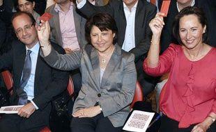 François Hollande, Martine Aubry, Ségolène Royal, lors du vote, à l'unanimité, sur le projet socialiste, le 9 avril 2011.