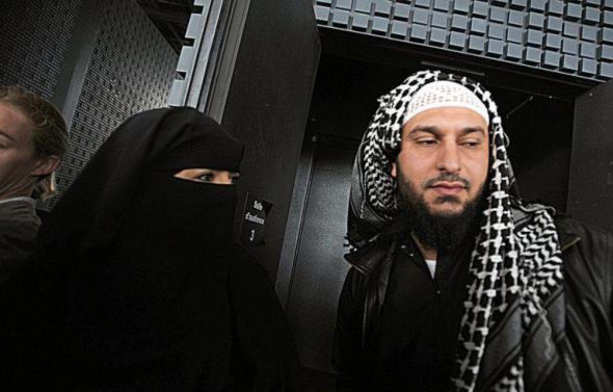 """Le tribunal correctionnel de Nantes a condamné mercredi Lies Hebbadj, épicier nantais dont une compagne a contesté en avril une contravention pour port du niqab au volant, à 700 euros d'amende pour """"abus de confiance"""". – Frank Perry AFP"""