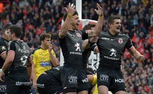 La joie des Toulousains Romain Ntamack et Thomas Ramos lors de la victoire en Top 14 contre Clermont, le 14 avril 2019 au Stadium de Toulouse.