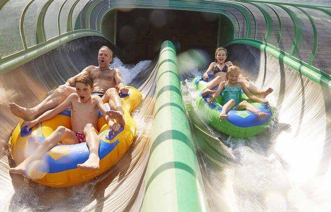 La descente du splash clash, à Aquapark-Bellewaerde, en Belgique.