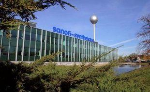 Les autorités boursières américaines ont inculpé huit personnes qu'elles accusent d'avoir tiré des profits indus d'informations privilégiées sur l'imminence d'une offre publique d'achat du groupe français Sanofi sur la société cotée Chattem fin 2009.