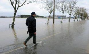 La crue de la Vilaine a atteint son pic lundi, annonçant une lente baisse du niveau des cours d'eau dans l'ouest de la France, où les trois départements de l'Ille-et-Vilaine, du Morbihan et de la Loire-Atlantique sont repassés en vigilance orange après plusieurs journées dans le rouge.