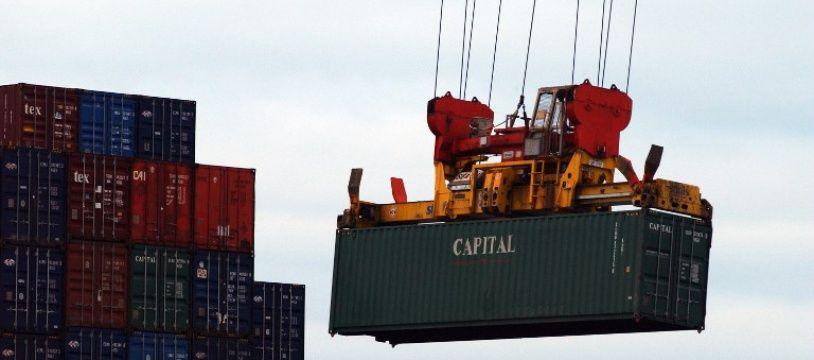 Des conteneurs en cours de chargement au port du Havre (Photo illustration).