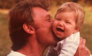 Laura Smet, bébé, dans les bras de son père.