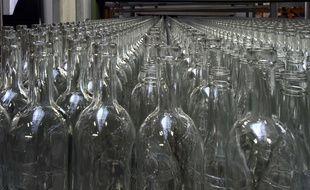 La collecte de verre dans la métropole de Lyon finance notamment la recherche contre le cancer. Illustration.