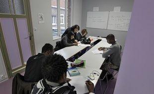Lille, le 17 janvier 2014. Une association aide les jeunes migrants isolŽs ˆ apprendre le franais.