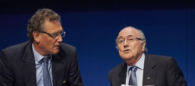 Jérôme Valcke et Sepp Blatter lors d'une conférence de presse en 2015 à Zurich.