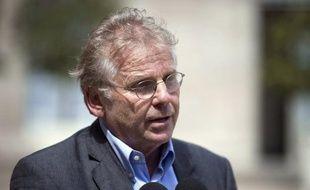 """L'eurodéputé écologiste Daniel Cohn Bendit a affirmé, mercredi sur Canal +, qu'on ne pouvait """"pas être au gouvernement et à l'opposition en même temps"""" et que si EELV n'était """"plus d'accord avec le gouvernement"""", il serait """"normal"""" que les ministres écologistes en sortent."""