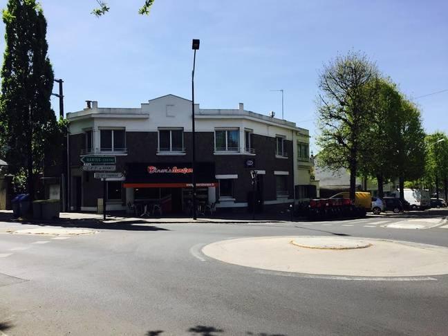 Le fast-food à quelques mètres de la maison du drame.