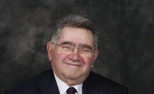 """L'ancien ministre de la Recherche Claude Allègre a reçu lundi à Paris le prix 2011 """"Atoms for Peace"""" décerné par deux organisations internationales pro-nucléaires pour son rôle dans """"la préservation et le développement de la filière nucléaire française"""""""