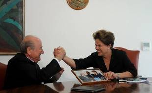 La Fédération internationale de football et le Brésil reviennent à de meilleurs sentiments après une réunion d'explications vendredi entre le président de la Fifa, Joseph Blatter, et la présidente du Brésil Dilma Rousseff pour l'organisation du Mondial-2014