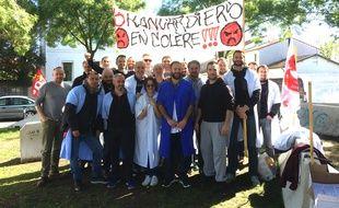 Les brancardiers du CHU de Pellegrin étaient en grève ce mardi pour demander une revalorisation salariale.