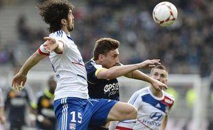 Le Lyonnais Milan Bisevac face au Rémois Toudic, le 18 novembre 2012, à Gerland.